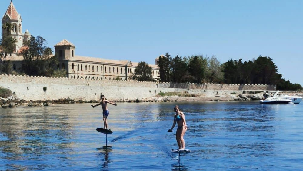 excursion en foil electrique en méditerranée